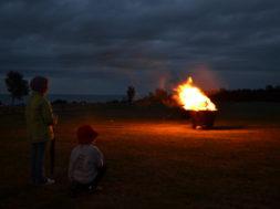 Lapsed lõkke ääres 2013. Panga pank. Foto M. Vaik