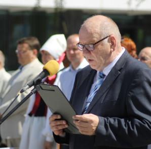 Jõgeva linnapea Aare Olgo Võidupühaparaadil kõnet pidamas Foto: Marge Tasur